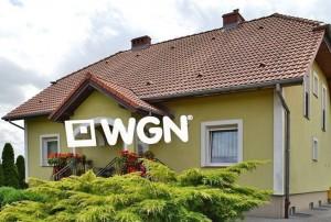 na zdjęciu widok od strony ogrodu na dom w okolicy Bolesławca do sprzedaży