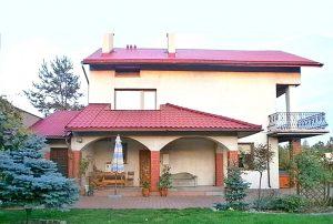 na zdjęciu widok od strony ogrodu na dom w Częstochowie do sprzedaży