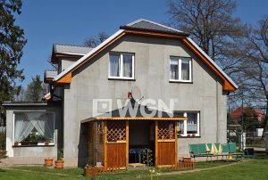 na zdjęciu główne wejście do domu na sprzedaż w Słupsku
