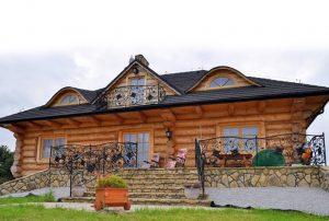 na zdjęciu front domu do sprzedaży we Wrocławiu