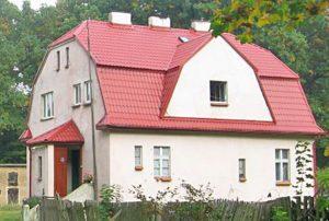 na zdjęciu widok od strony ogrodu na dom w Lubinie do sprzedaży