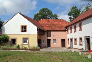 zdjęcie przedstawia dom w Bolesławcu na sprzedaż, widok ogólny