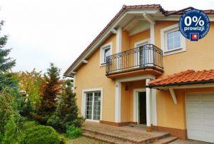 na zdjęciu front domu na sprzedaż w okolicy Bolesławca