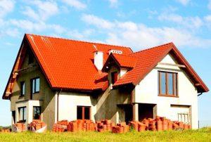 widok od strony tarasu na dom do sprzedaży na Mazurach