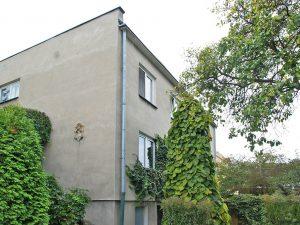widok z boku na dom w Malborku do sprzedaży