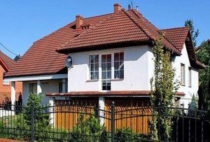 na zdjęciu front domu do sprzedaży w Tczewie
