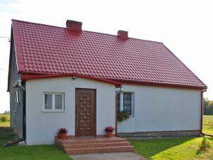 na zdjęćiu front domu w okolicach Kwidzyna do sprzedaży