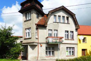 na zdjęciu front domu do sprzedaży w okolicach Kwidzyna