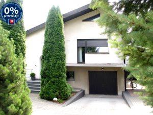 na zdjęciu front domu do sprzedaży w okolicy Ostrowa Wielkopolskiego